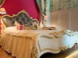Doppelbett in der Deluxesuite im Hotel Residenz Wachau