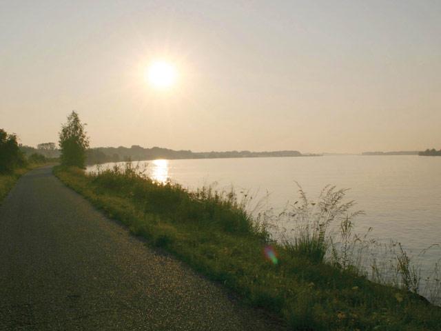 Gro�ansicht Entlang der Donau ...