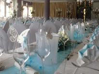 Festlich geschmückte Hochzeitstafel